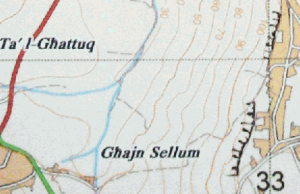 "Left and right turns under ""Sellum"" word on map"
